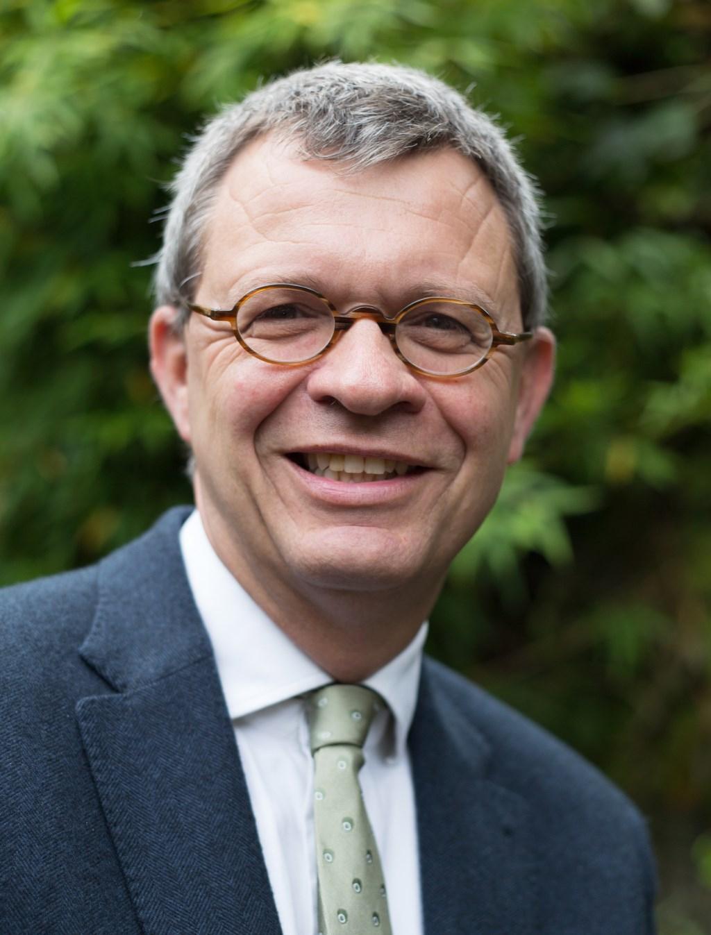 Tijdelijk opvolger Theo Stubbé heeft jarenlange advies- en interim ervaring op het gebied van bestuur en toezicht; zowel in de volkshuisvesting als in de sectoren welzijn, zorg en onderwijs. Foto: Bert Koning © De Vierklank
