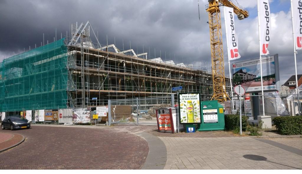 Pakken donkere wolken zich samen boven de nieuwbouw aan het Vinkenplein? [foto Henk van de Bunt]  © De Vierklank