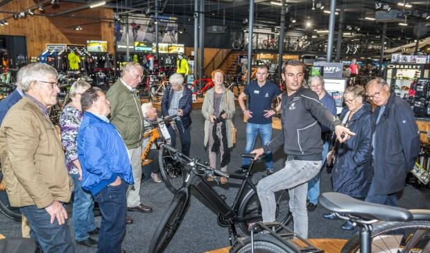 • Ruim honderd 55+ leden gingen met Rabobank Bommelerwaard mee op bedrijvenbezoek, onder andere naar CycleCenter 53-11.