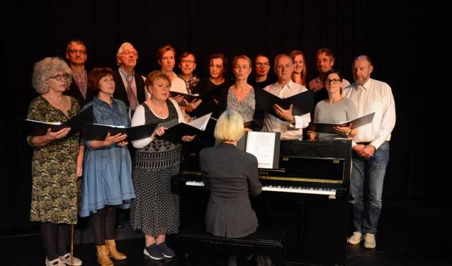 • De Schijnwerper speelt 'De dirigent van Opheusden'.