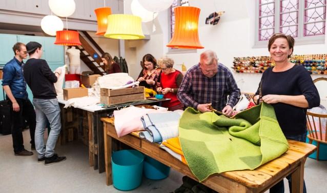 • In het vorige atelier van Elliz in Company, in de Poorterij, werd ook al hard gewerkt aan de warme dekens.