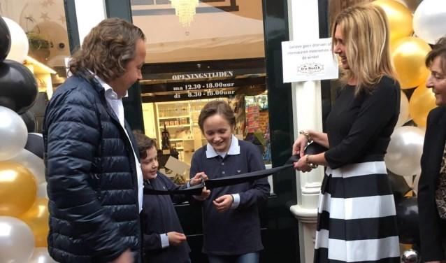 • Robbie en Colinda van der Steenhoven openden samen met hun zoons de nieuwe winkel.