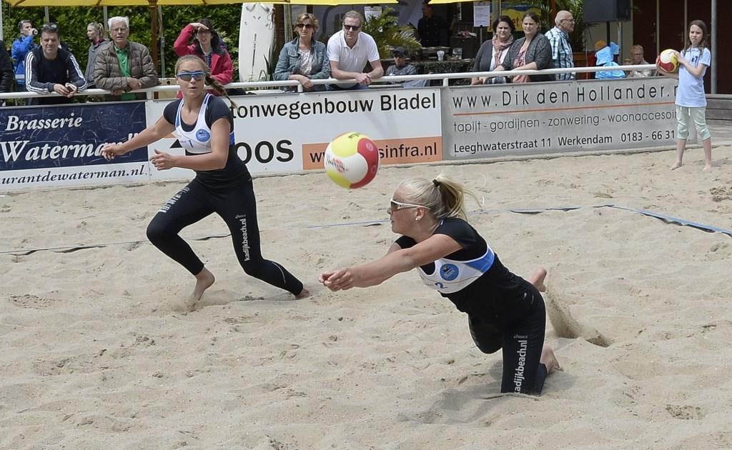 FOTOSERIE] Emi van Driel en Raisa Schoon winnen thuistoernooi ...