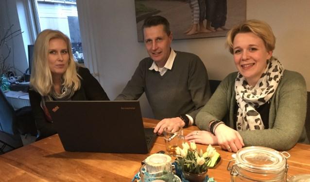 Arno Bouman, Rianne de Hart en Marjolein Schouten zijn de initiatiefnemers van de dorpsquiz.