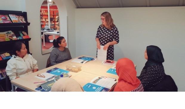 • Tirtsa Kamstra tijdens de presentatie van het verkiezingsprogramma van de CU in gewone taal.