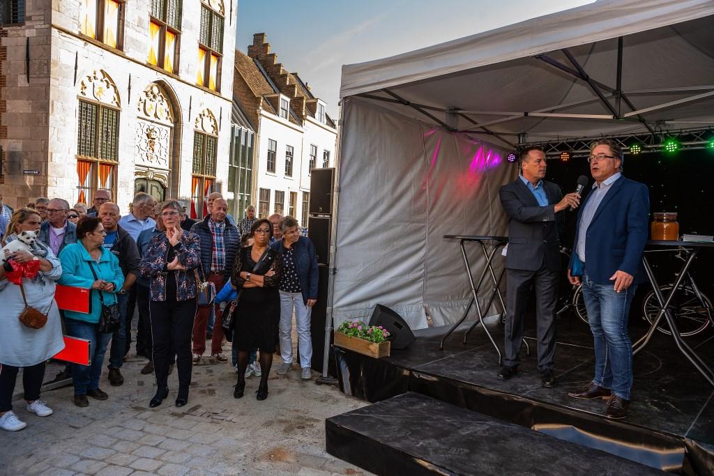 Feestelijke opening van de Voorstraat Foto: Nico Van Ganzewinkel © Vianen
