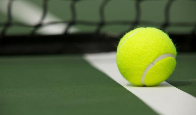 • Belangstellenden kunnen bij TC Leerbroek kennis maken met de tennissport.