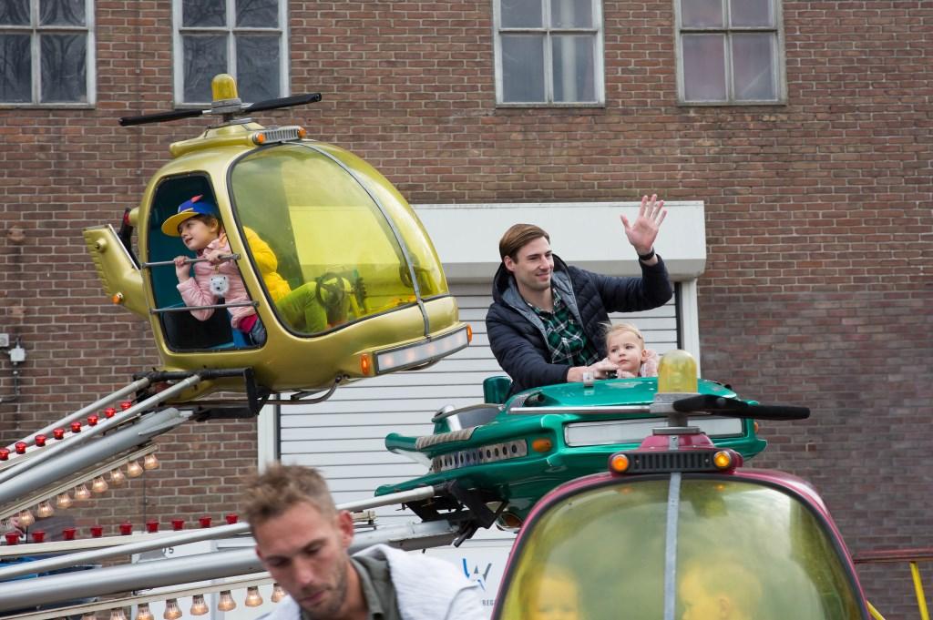 Zwaaien naar mama! Foto: Marijke Verhoef © Alblasserwaard