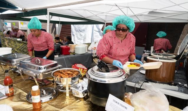 • Een pasar malam, zoals hier in Leerdam, past bij nader inzien niet in de Sint-Maartenskerk.