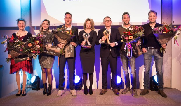 • Lonneke Kikkert, Gerlinda van der Stelt, Andries Haan, winnaar Sandy Spiering, winnaar Mark Timmermans, Ben en Günter de Rooy.