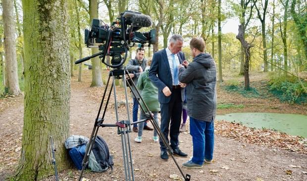 • De voorbereidingen voor de tv-opnames met wethouder Gijs van Leeuwen en kunsthistoricus Roland Gieles.