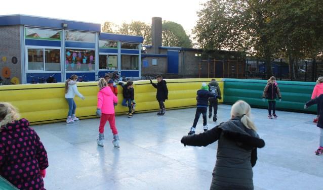 • Schaatsen! Het kon vrijdag bij de KW-school in Lekkerkerk.