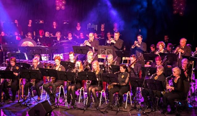 • Koninklijke Harmonie Semper Crescendo vierde vorig jaar het 130-jarig bestaan.