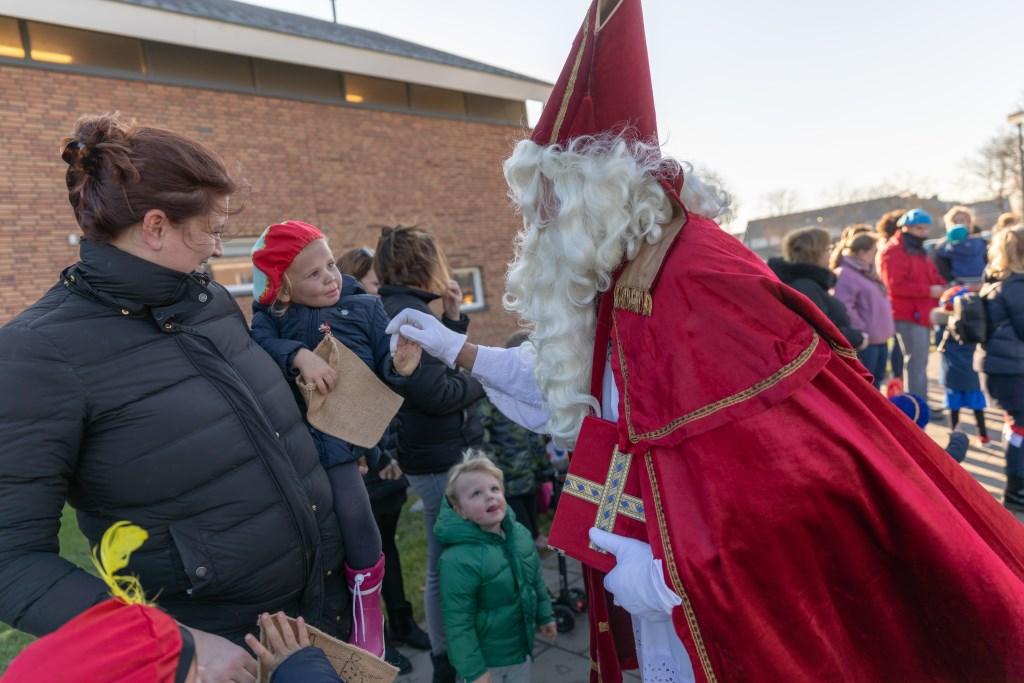 • Aankomst Sinterklaas en Zwarte Piet in het dorp Eethen.  Foto: Jan Noorlandt © Heusden en Altena