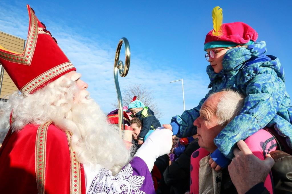 Gezellige en zonnige intocht Sinterklaas Ammerzoden Foto: Lya Cattel © Bommelerwaard