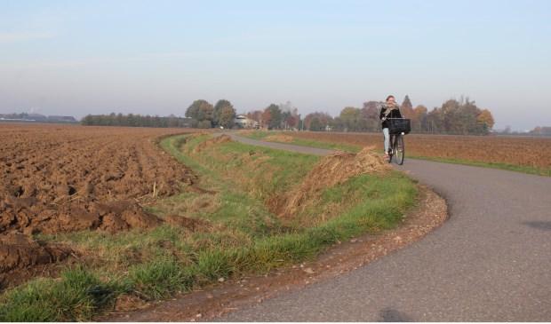• De Elzevierstraat tussen Ophemert en Est is een veel gebruikte fietsroute.