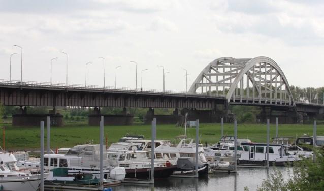 • Praten over een gezamenlijke toekomst is voor Zaltbommel nu een brug te ver.