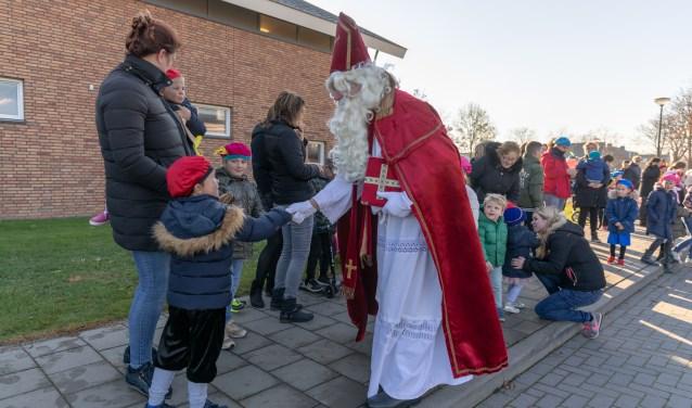 • Aankomst Sinterklaas en Zwarte Piet in het dorp Eethen.