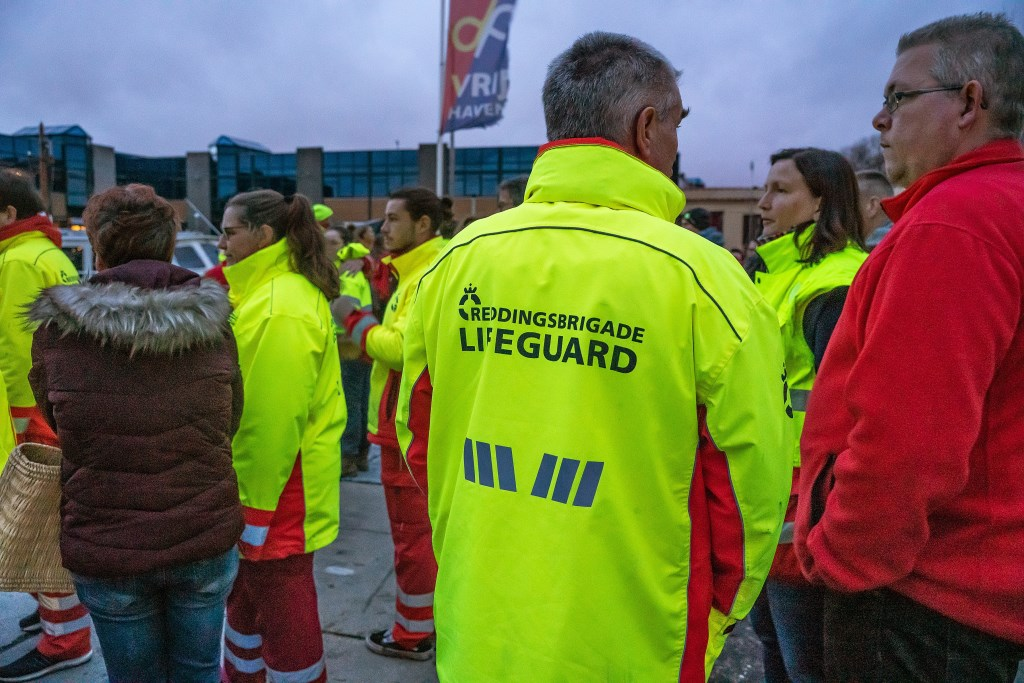 Serious Rescuevloot vaart Vrijstadhaven Vianen binnen Foto: Nico Van Ganzewinkel © Vianen