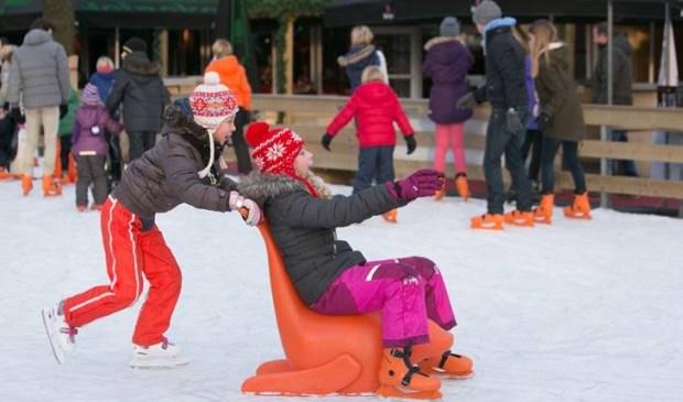 • Iedereen kan op 20, 21 en 22 december schaatsen in het centrum van Lekkerkerk.