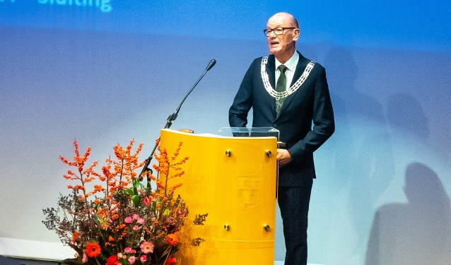 • Wim Groeneweg tijdens de laatste en buitengewone raadsvergadering van Vianen.