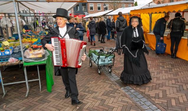 • Charles Dickens Weekend in Leerdam Foto: Nico Van Ganzewinkel © Leerdam