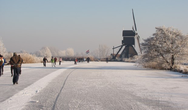 • De Oudendijkse molen in de winter.