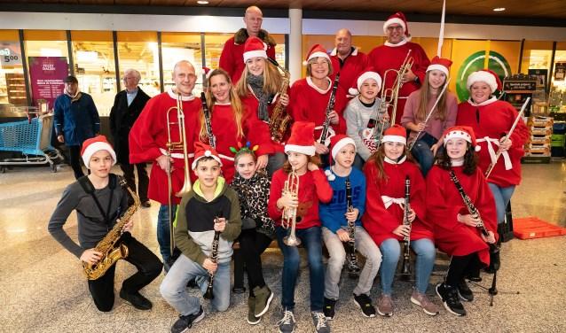 Leerlingen Harmonieorkest Excelsior spelen Kerstmuziek