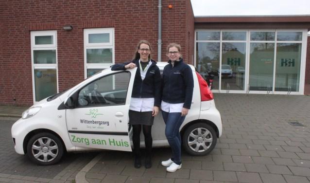 • Helma Spek (links) en Marloes Oosterom komen bij de mensen thuis.