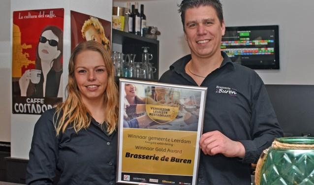 • Erwin en Wendy Verweij met hun Golden Award.