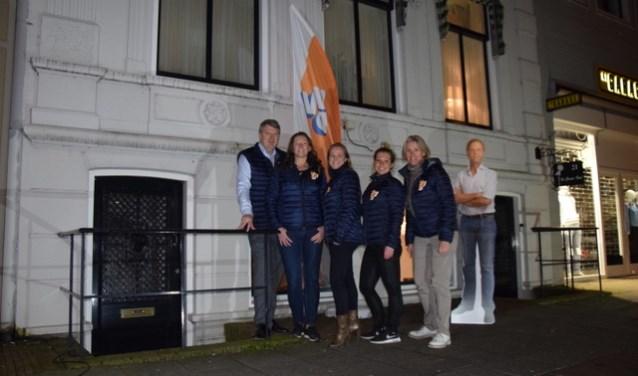 • De kandidaten voor de gemeenteraadsverkiezingen voor het VVD-hoofdkwartier aan de Boschstraat.