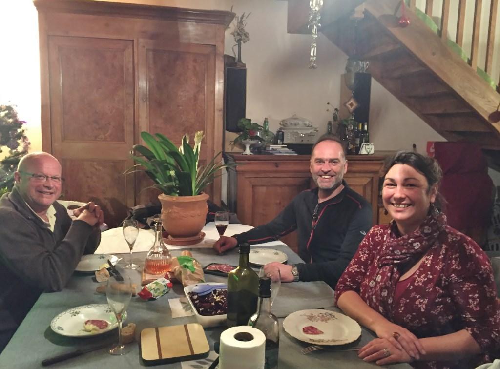• Diverse boerenfamilies nodigden Ywema uit om mee te eten.