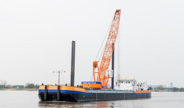 Het LNG kraanschip 'Werkendam' van bagger- en offshorebedrijf Van Oord.