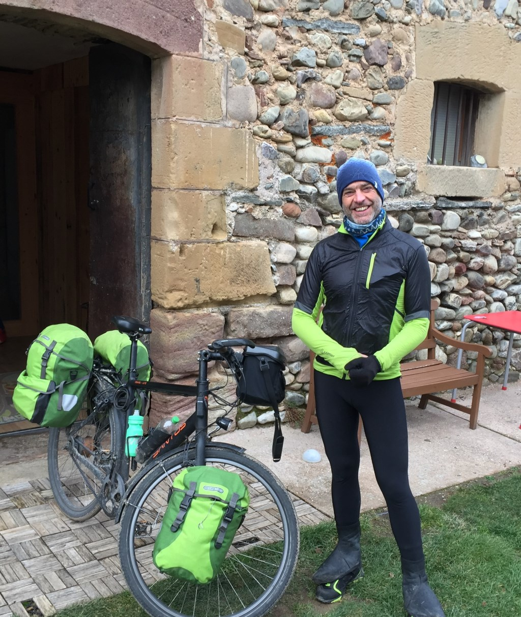 • Ywema trotseerde kou en regen op zijn tocht naar Zuid-Spanje. Foto: Ywema © Alblasserwaard