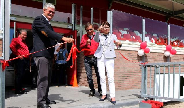 • Wethouder Govert van Bezooijen en burgemeester Loes van Ruijen waren aanwezig.