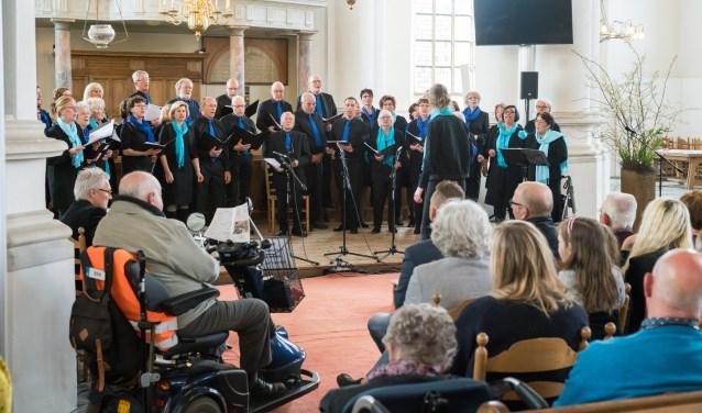 • Mixed Voices bestond vorig jaar 25 jaar en gaf een concert in de Grote Kerk.