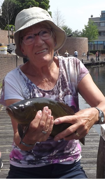 • Anita den Hartog ving een flinke brasem.