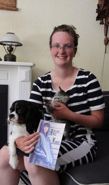 • Gerjanneke met haar hond, katje en haar eerste boek.
