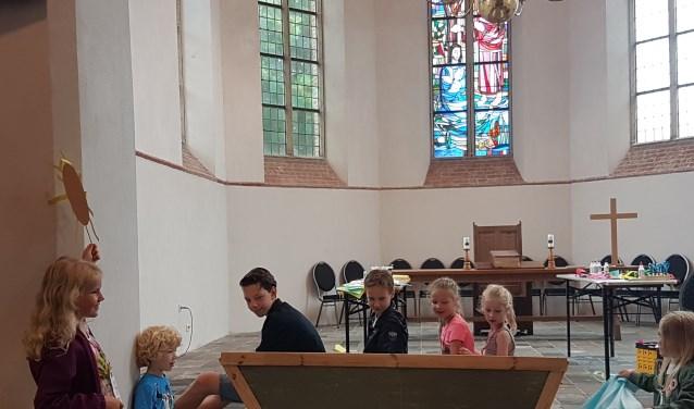 • De kinderen gingen naar de kerk in Well. Het thema was 'Water'.