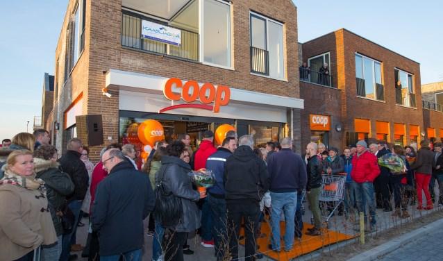 • Supermarkt Coop verhuisde in 2016 binnen Waardenburg.