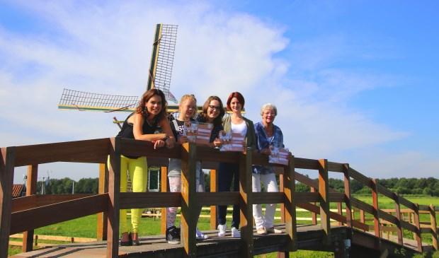 Mariëlle de Bruijn (Den Hâneker), Amy van Leussen, Franca Korevaar, Marjolein van Till en Tera Donk.