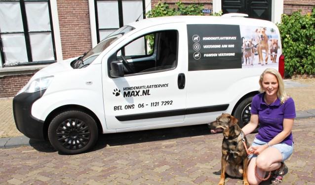 • Patricia en haar hond Max, naamgever van de hondenuitlaatservice.