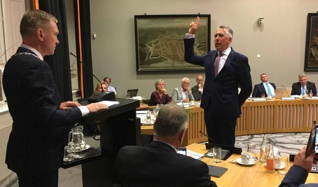 • SGP-wethouder Gijs van Leeuwen woont in Houten. Hij is in Zaltbommel o.a. gebiedswethouder voor Poederoijen, Nederhemert, Bern, Zuilichem en Nieuwaal.
