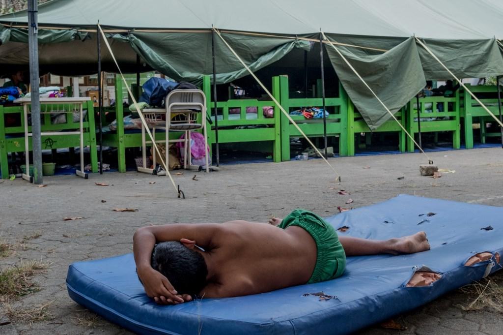 • De kinderen slapen buiten of in tenten. Foto: Henk Verschoor © Klaroen