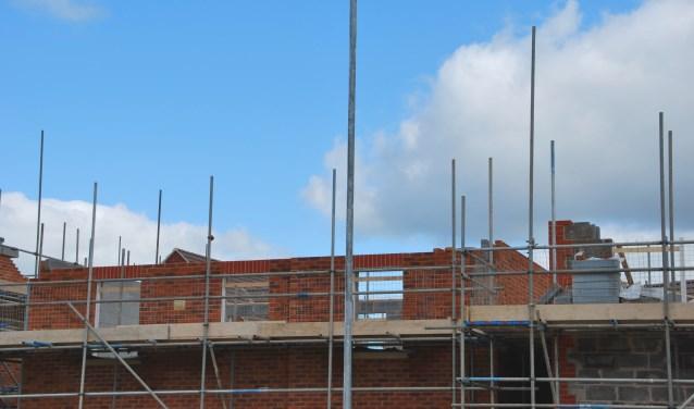 • Als de raad akkoord gaat, worden er aan de Achterweg en Vervoornlaan zes woningen gebouwd.