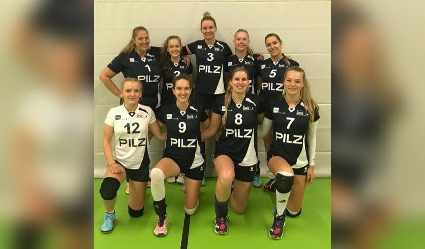 • Teamfoto, boven v.l.n.r.: Mariska van de Wiel, Sarah Peek, Yvon Verburg, Zoë Lubben en Lisanne van Verseveld, onder v.l.n.r.: Veere van Wuijckhuijse, Nienke Hendriks, Stefanie van Vliet en Noa Middelkoop.