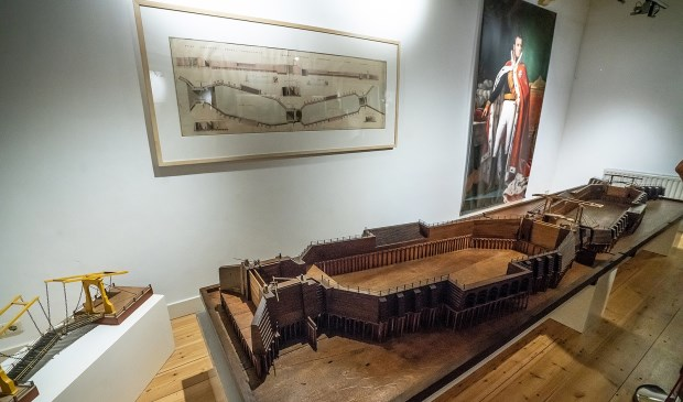 • Wegens de grote belangstelling is de expositie 'Kroonjuwelen van Jan Blanken' in het Viaans museum verlengd.