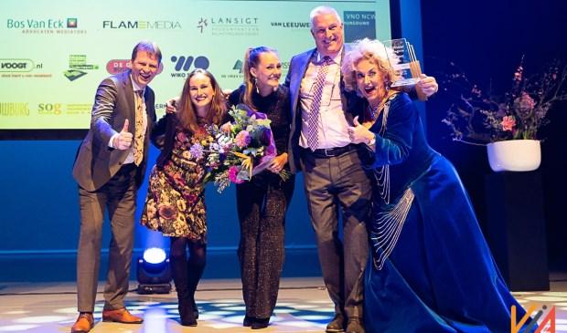 • Wethouder Jan Vente reikte de award uit aan Frouke Stinis, Lisette Stinis en Bert de Bever  van Stinis Holland BV.
