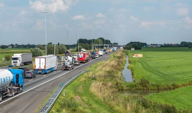 • De wegverbreding van de A27 moet zorgen voor minder files en dus minder sluipverkeer.