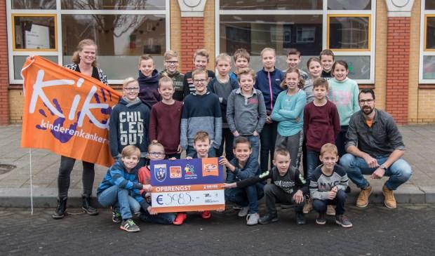 • De kinderen van de plusklas met Gerrit den Hartog.